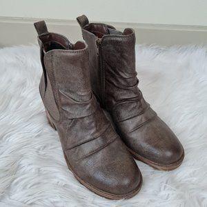 Baretraps Drennan brown booties 8.5